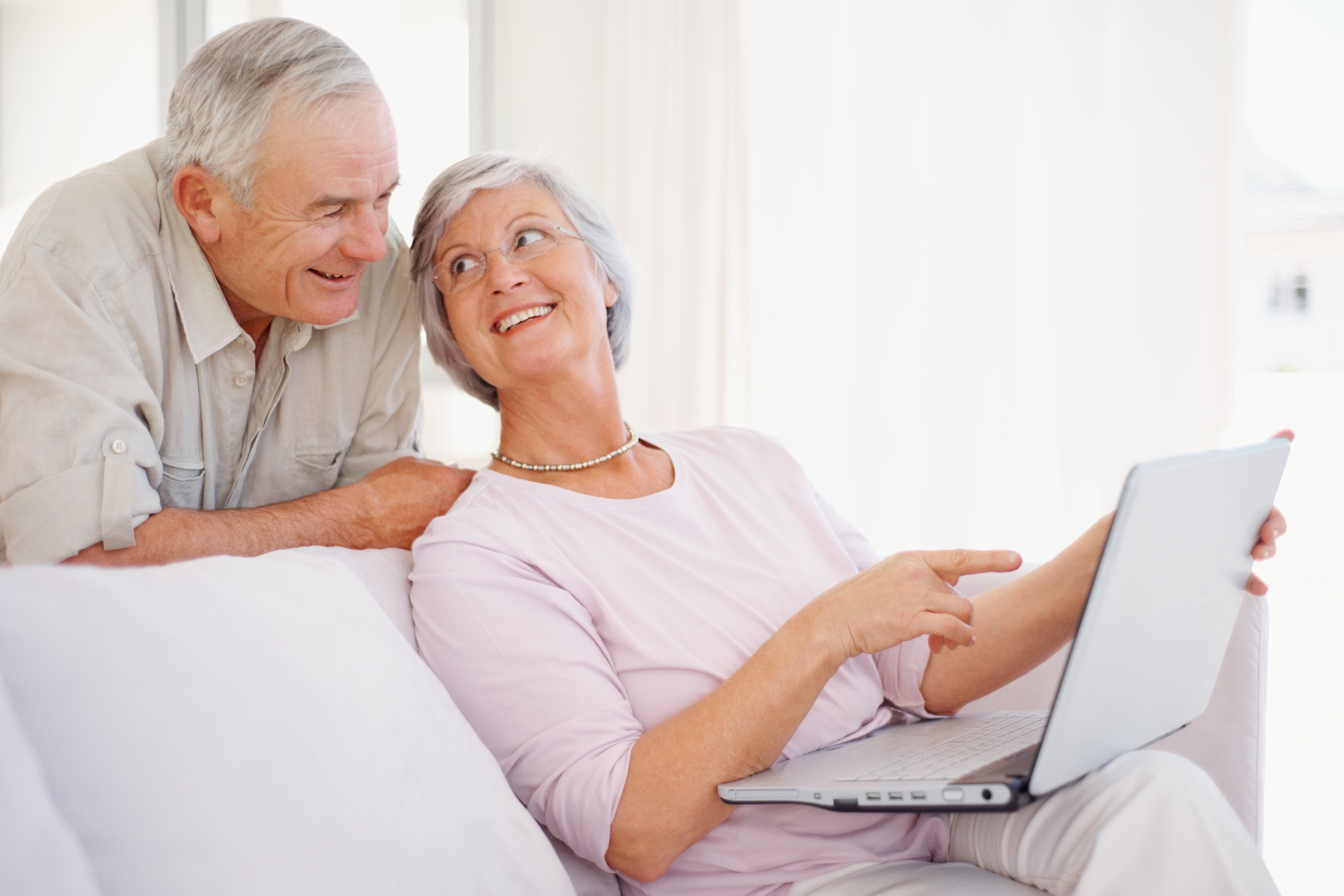 Vivir en pareja reduce la probabilidad de padecer demencia for Sillon alto para personas mayores
