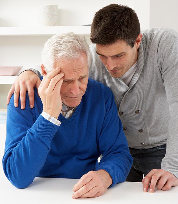 Es importante que los familiares ayuden a los pacientes con esta tarea. Asimilar y comprender el Alzheimer es vital para superar los primeros tramos.