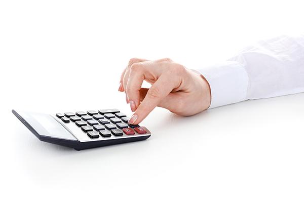 Existen muchísimas operaciones que podemos realizar nosotros con un pequeño esfuerzo. Conoce los trucos para sumar sin la calculadora y ejercita tu mente.